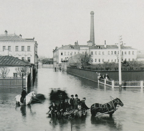 M.P. Voilkov. Overstroming in Zamoskvorechye District, Moscow. 1895. From  the State Historical Museum's collection