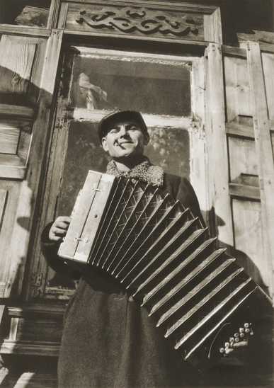 Margaret Bourke-White «Soviet Serenade», 1930. From the collection of  the «Moscow House of photography»