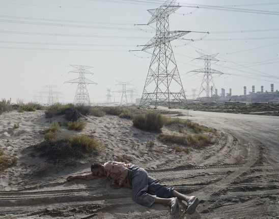 Luc Delahaye. Man Sleeping. Dubai. 2008. © Prix Pictet Power