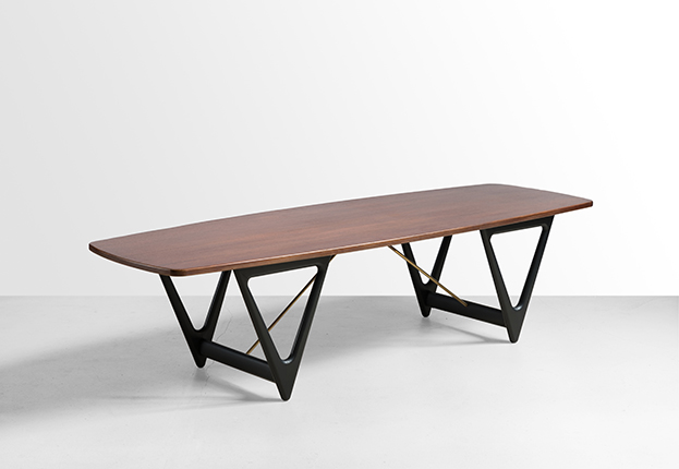 Kurt Østervig. Coffee table Surfboard, 1950s Factory: Jason Møbler. Teak wood, brass, black lacquer.