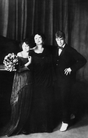 Sergey Yesenin with Aisedora Dunkan and her foster daughter. Moscow.