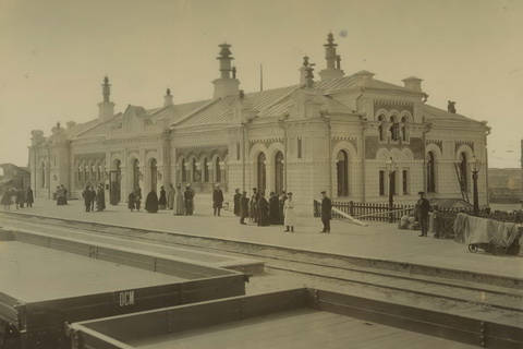 "From the album ""Building of the Western-Syberian railway"". 2 Class station, Omsk. 1892-1896.