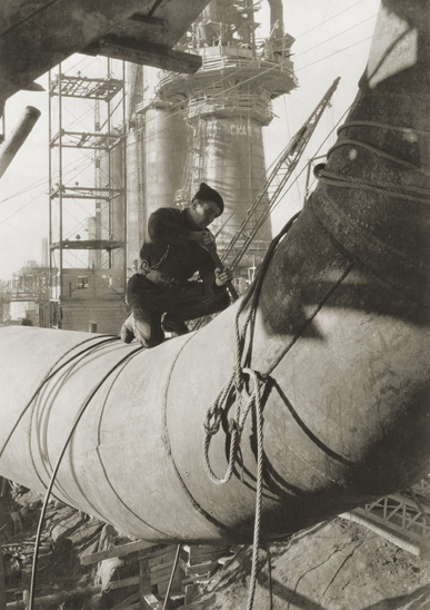 Margaret Bourke-White «Steel Founder, Magnitogorsk», 1930. From the collection of the «Moscow House of photography»