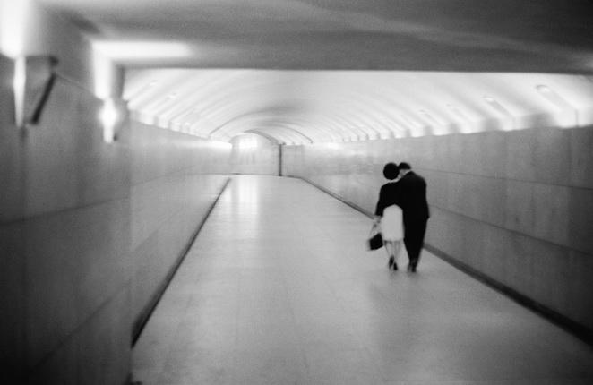 Пьер Жаме. Влюбленные в тоннеле под площадью Звезды. Париж, 1967. © Collection Corinne Jamet
