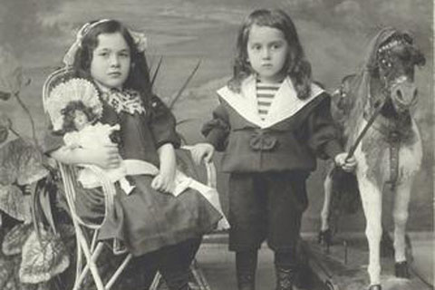 Children's fashion 100 years ago
