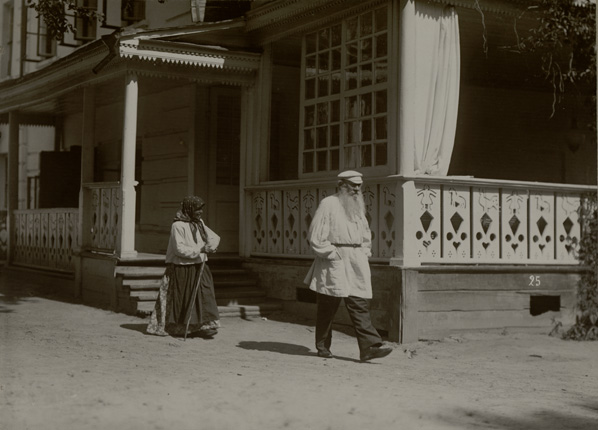 Leo Tolstoy and the peasant at Yasnaya Polyana homestead. 1908.