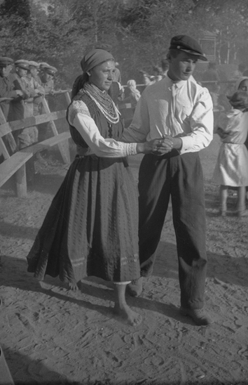 Sergei Shimanski «In the Yard of Collective Farmer Коval'. Village Kamenka, МАSSR (Moldavian Republic)», 1937. From the collection of the «Moscow House of photography»