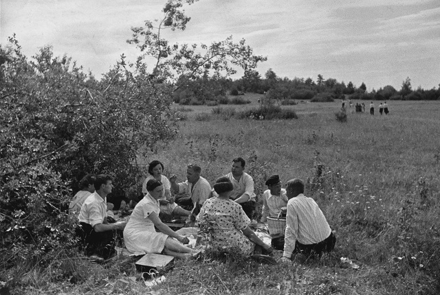 Mikhail Prehner. Picnic. From the Pereslavl-Zalessky series. 1940.
