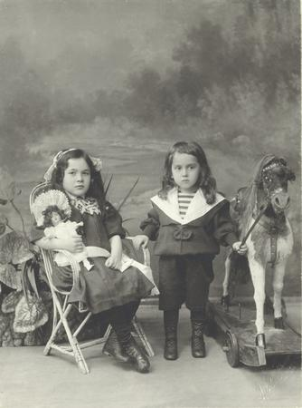 Double children's portrait. 
